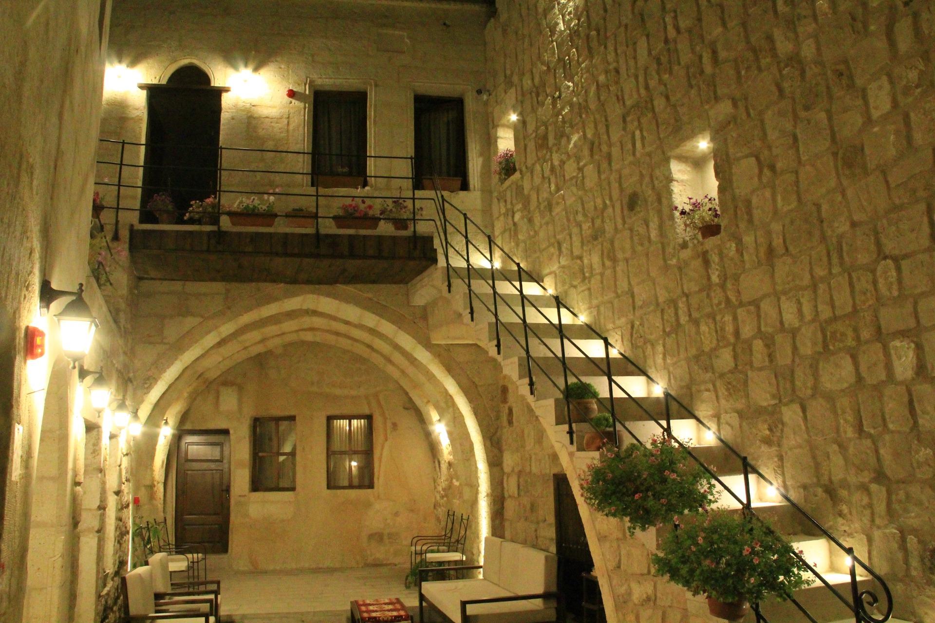 Tafana Cave & Stone Lodge