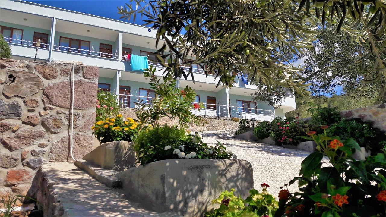 Nazan motel small boutique hotels for Small boutique resorts